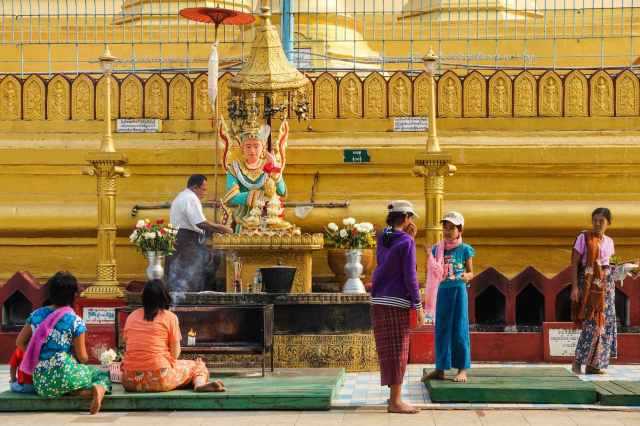 another of of the 8 Shwemawdaw's plaentary post shrines