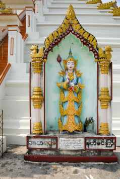 statue at entrance of Bago's Mahazedi