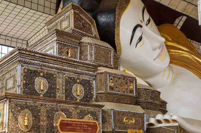 Shwethalyaung - The Buddha's pillow boxes