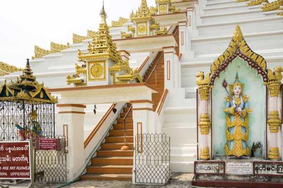 the entrance ot the Mahazedi staircase - for men only!
