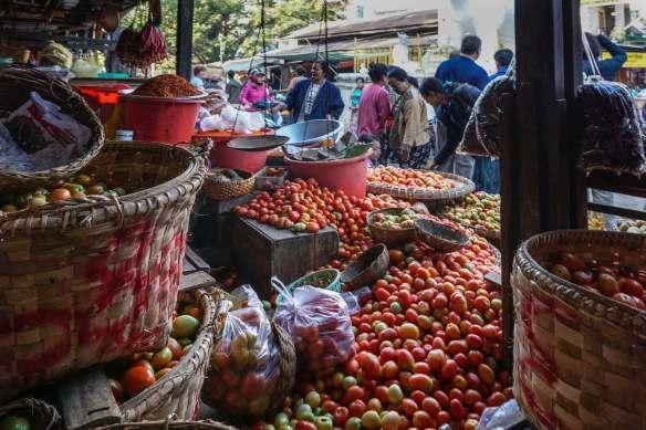 the tomato stand at Zay Cho street market
