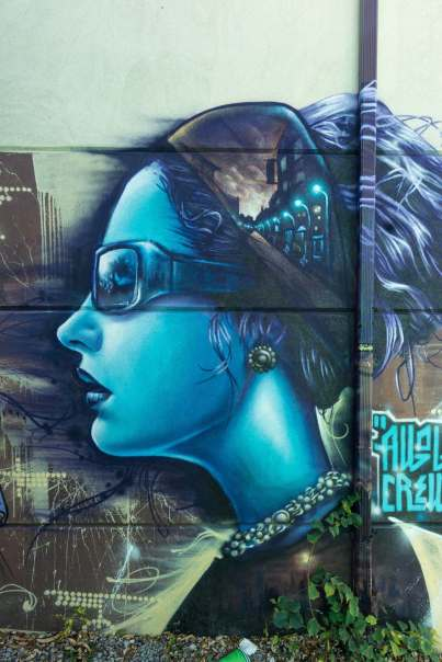 Blue lady with sunglasses