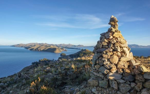 a cairn on the top ofIsla del Sol's Cerro Palla Khasa plateau