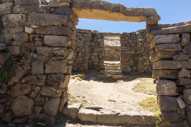 Isla del Sol Chincana doorways connecting three rooms