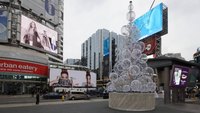 Dundas Square Xmas Tree 2015