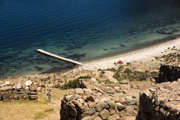 Lake titicaca - Isla del Sol beach and campers