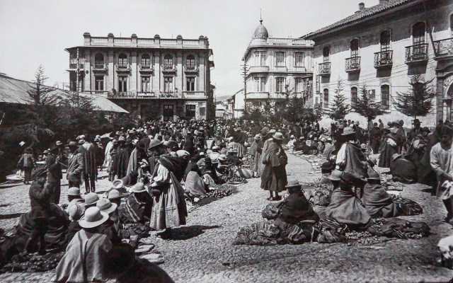 women at market in La Paz - circa1910