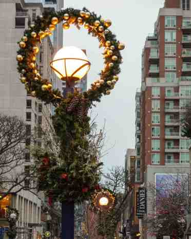 Yorkville Avenue Xmas street decor