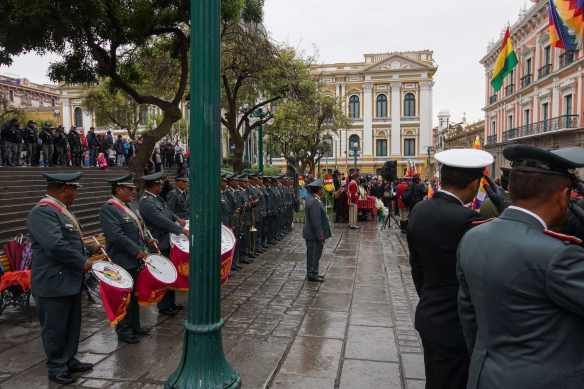 a rainy saturday morning at Plaza Murillo in La Paz