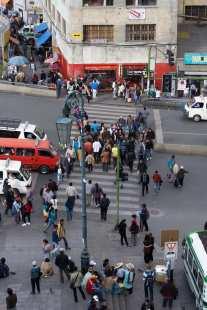 the crosswalk in front of Iglesia de San Francisco on Avenida Mariscal Santa Cruz