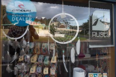 an unexpected bit of Ojibwe culture in a store window in Bicheno