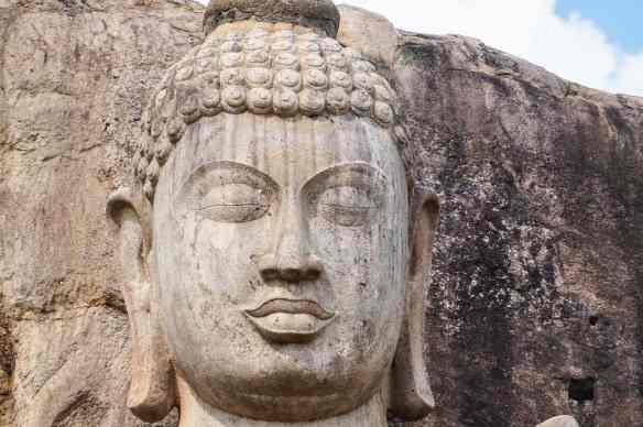 Aukana Buddha head