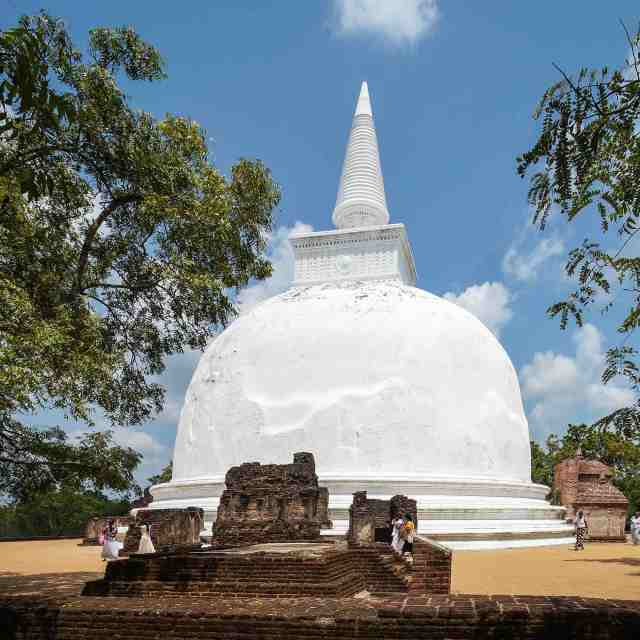 Kiri Vihara - Polonnaruwa dagoba next to Lankatilaka