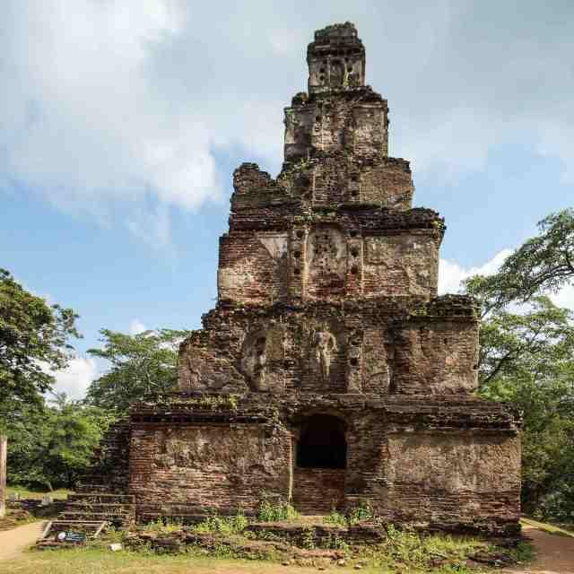 Polonnaruwa - Satmahal Prasada (Seven Storey Temple