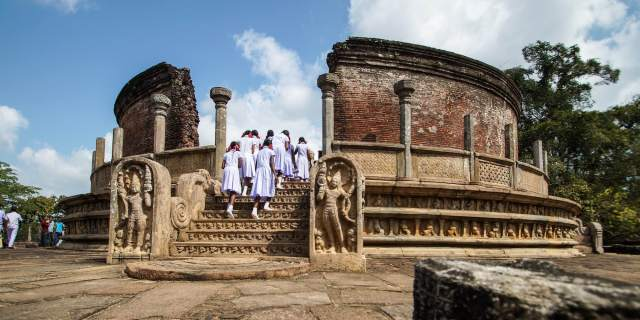 Polonnaruwa's Vatadage - (Circular Relic House)