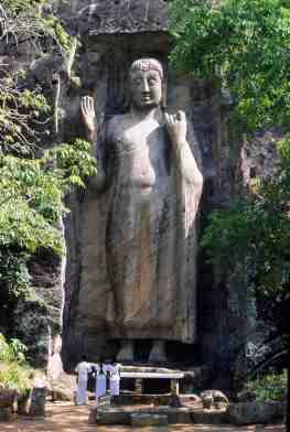 Sasseruwa - standing Buddha statue