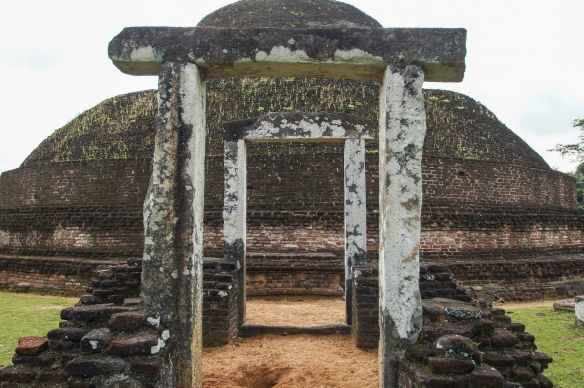the back side of the Pabulu Vihara
