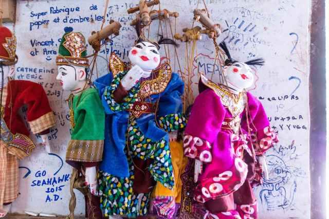 string puppets and grafitti at Pindaya crafts cottage