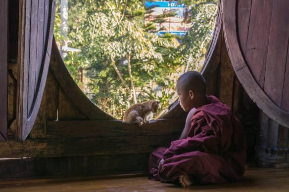 two meditating figures at Shwe Yaungwe Kyaung