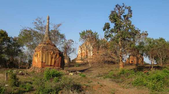 our first zedis - stupas- as we approached the Inthein site