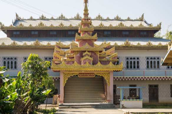the entrance to Khaung Daing's claim to fame - the hot springs