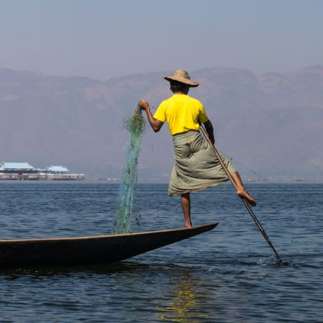 the Inle fishernman paddle stroke