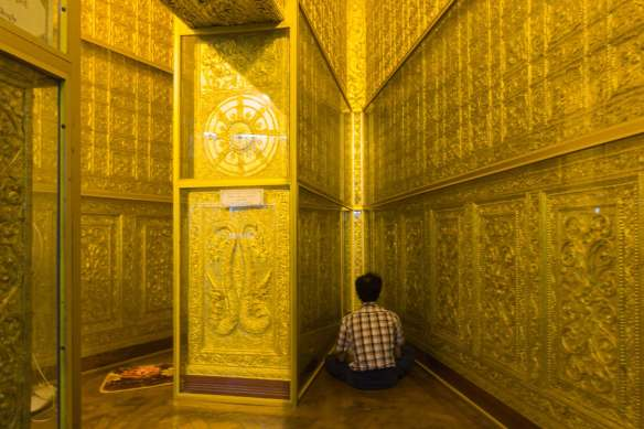 a dead end in the maze of passages inside the Botataung Pagoda in Yangon