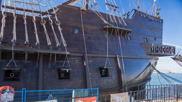El Galeon and its cannons