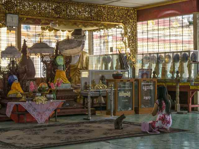 prayers at the largest of Botatuang Paya's shrine rooms