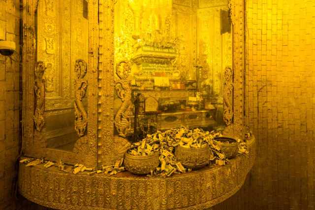 The Buddha's Sacred hair Relic at the Botahtaung