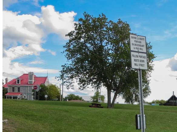 a portage instruction sign at the Portage du Fort take out spot