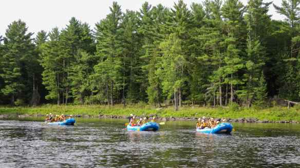 Esprit Rafting group approaching Chenal de Letts