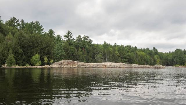 long strip out granite outcrop on the shores of the Ottawa River - Lac du Rocher Fendu