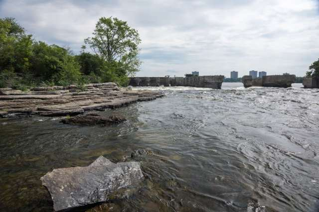 the-broken-wall-at-the-bottom-of-the-deschenes-rapids