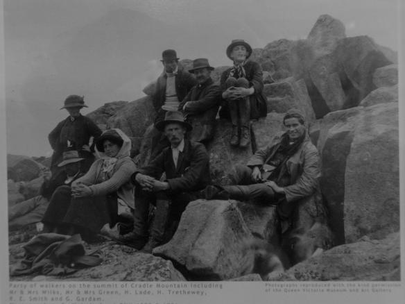 Cradle Mountain summiteers photo