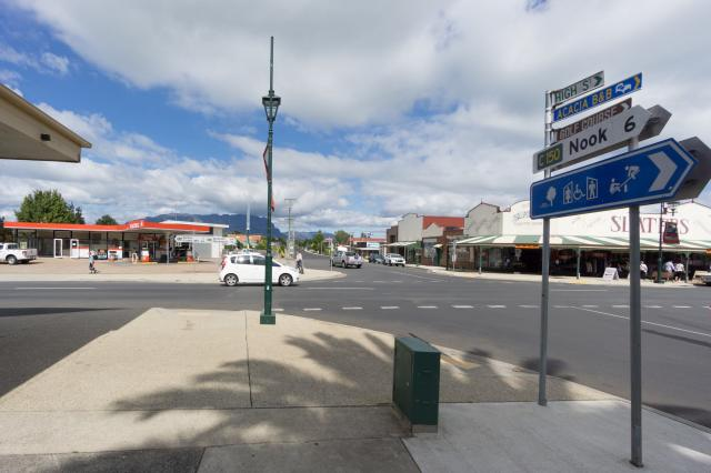 Sheffield, Tasmania intersection Main and High Streets