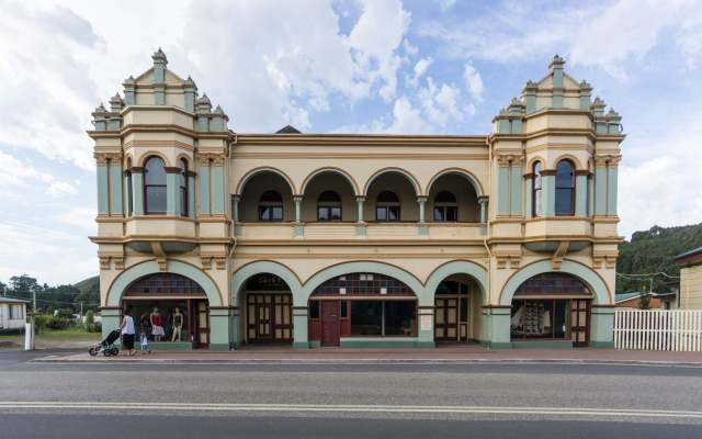 zeehans-gaiety-theatre-with-seating-for-a-thousand