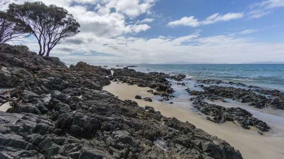 sand-and-rock-on-tasmanias-east-coast