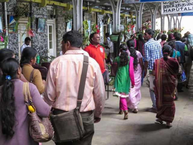 passengers disembarking at Haputale