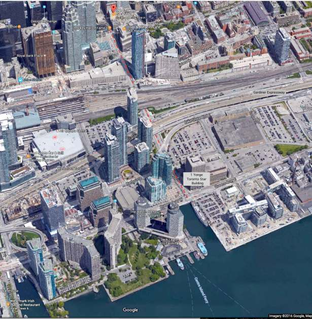 the foot of Toronto's Yonge Street - satellite 3D view