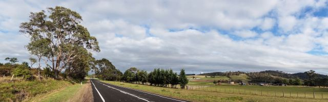 Meander Valley -flat road through farm country