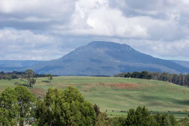 quamby-bluff-a-view-from-deloraine