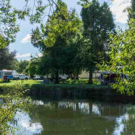 the-deloraine-apex-caravan-park-campers-along-the-meander-river
