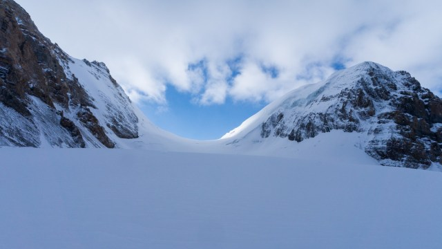 a view of De Hults Pass from the Khumjungar Glacier