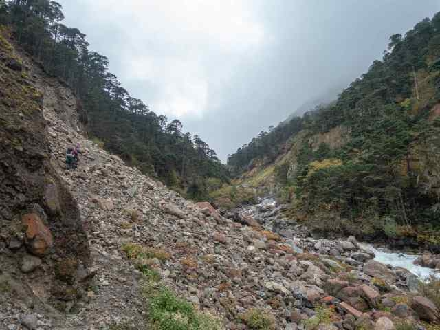 the trail to Rodolphu - a short section gone after landslide